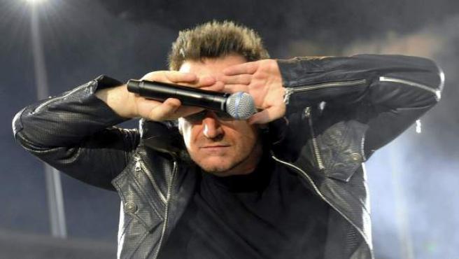 El líder de la banda irlandesa U2, Bono, durante un concierto en Zúrich en 2010.