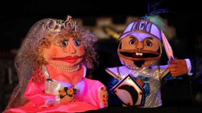 Representación De Marionetas ?El Caballero De La Media Luna?