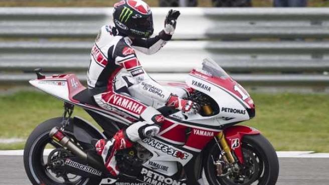 Ben Spies, piloto de Yamaha, celebra su victoria en el Gran Premio de Holanda de MotoGP.