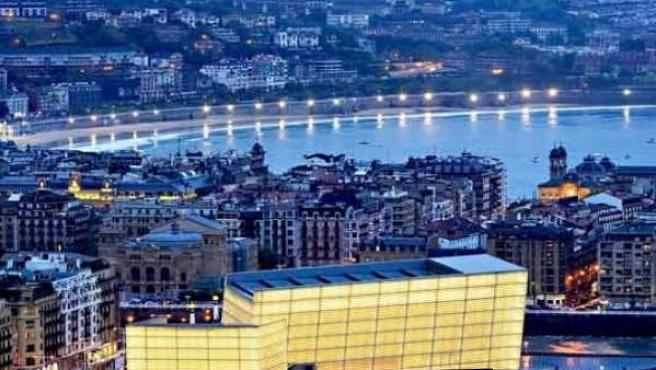 Vista general de la ciudad con el Kuursal en primer plano.