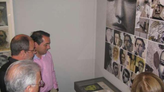 Gómez En La Exposición 'La Visión Desconocida'