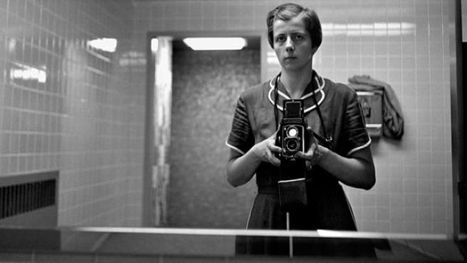 Vivian Maier en uno de sus autorretratos