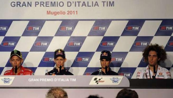 De i-d, Ben Spaies (Yamaha), el italiano Valentino Rossi (Ducati Desmosedici); el australiano Casey Stoner (Honda), el español Dani Pedrosa (Honda) y el italiano Marco Simoncelli (Honda).