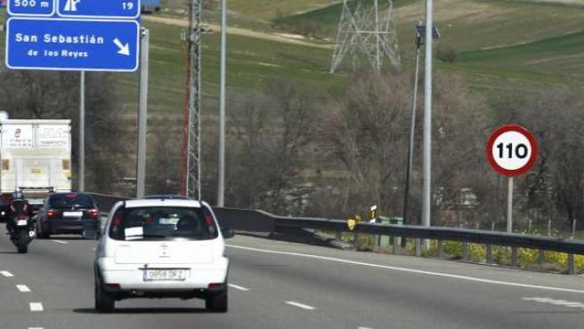 Señales de velocidad de tráfico a 110 km/h