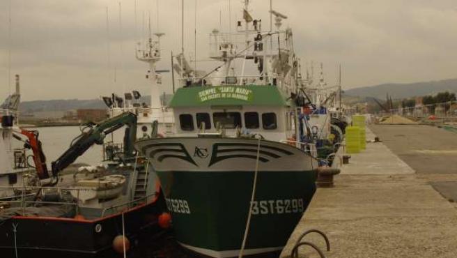 Barcos de pesca atracados en un puesto asturiano.