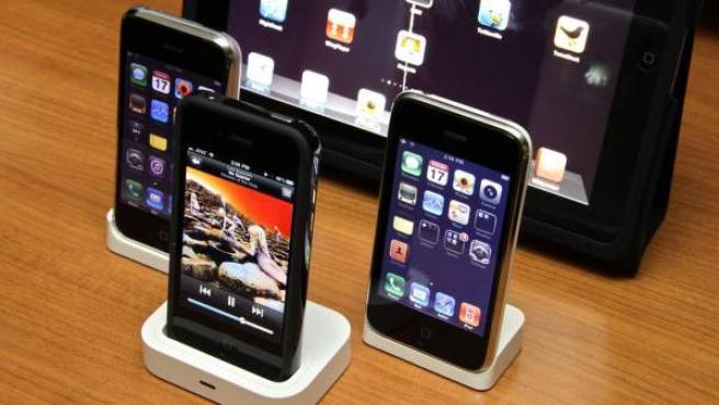 Tres iPhone y un iPad.