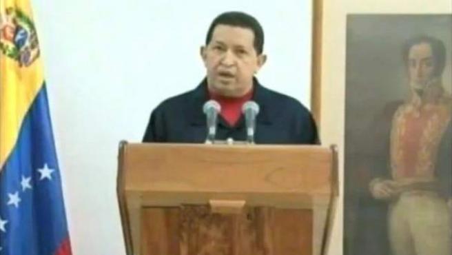 Imagen capturada de la cadena de televisión venezolana Telesur del presidente de Venezuela, Hugo Chávez, durante un discurso en La Habana (Cuba) en el que anunció que ha sido operado de un tumor cancerígeno.