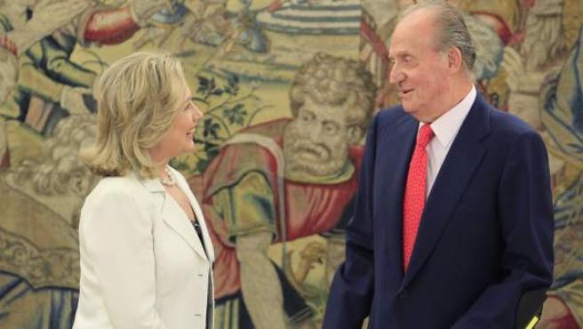 El rey Juan Carlos, en su encuentro con la secretaria de Estado de EE UU, Hillary Clinton.