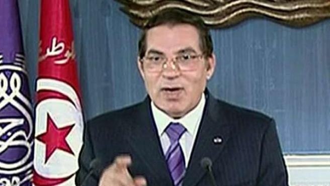 El expresidente de Túnez, Zine el Abidine Ben Alí, durante un discurso retransmitido por televisión.