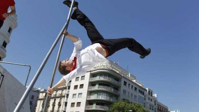 Ryan Doyle, durante una exhibición de parkour en Madrid.