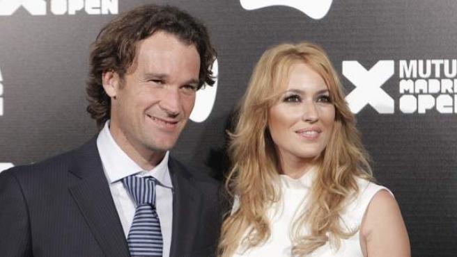 Carlos Moyá y Carolina Cerezuela, durante una recepción para tenistas.