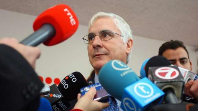 José María Barreda atiende a los medios