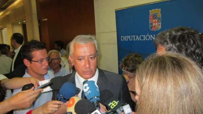 Arenas Atiende A Los Medios Tras La Constitución De La Diputación