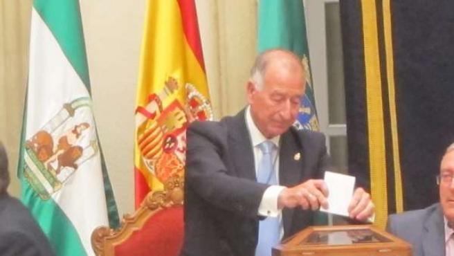 Amat Durante La Votación Para Su Proclamación Como Presidente De Diputación