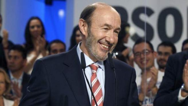 El candidato socialista a las elecciones generales, Alfredo Pérez Rubalcaba, durante su primer discurso tras ser ratificado como aspirante a la presidencia del Gobierno por el Comité Federal de su partido.