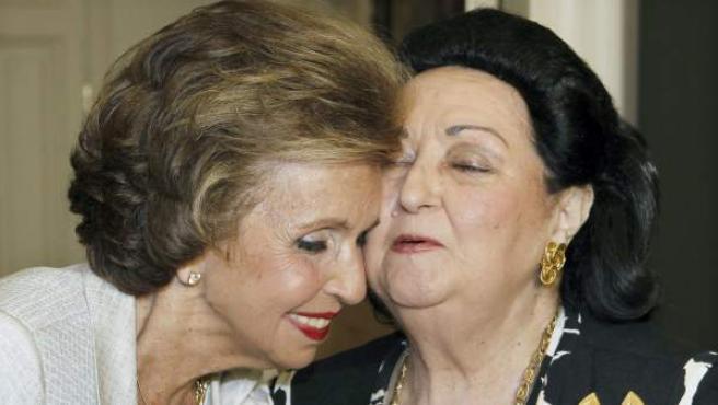 Carmen Mateu de Suqué junto a Montserrat Caballé, tras entregarle la primera Medalla de Honor del Festival de Peralada.