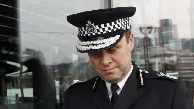 El subcomisario jefe de la Policía Metropolitana de Londres John Yates ha dimitido por el caso de las escuchas ilegales del 'News of the World'.