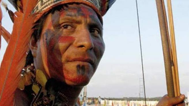 Un miembro del pueblo originario Parakana, en la Amazonía brasileña.