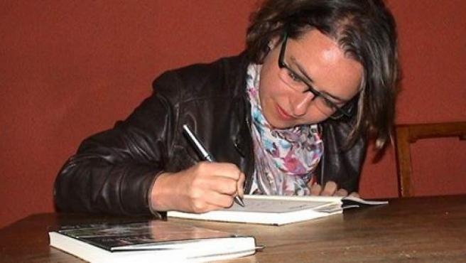Yanet Acosta presenta su primera novela, 'El chef ha muerto'.