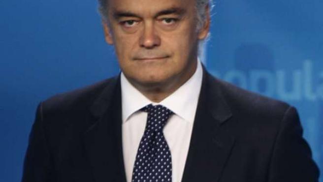 Primer Plano Serio De Esteban González-Pons