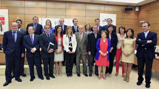 La ministra de Sanidad Leire Pajín y los consejeros de las Comunidades Autónomas han acordado un plan que pretende ahorrar 2.400 millones de euros.