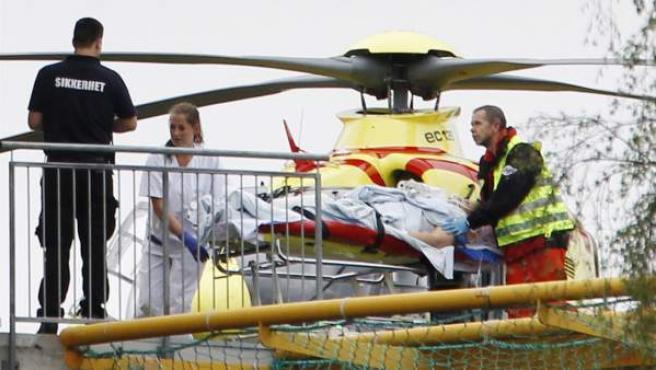 Uno de los heridos en el tiroteo de Utøya llega al hospital Ullevaal en helicóptero.