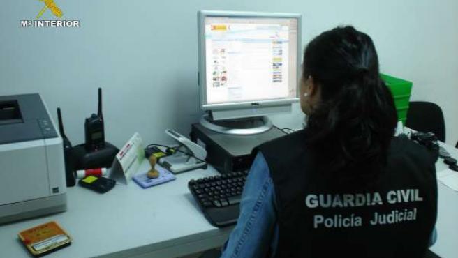 Agentes Del Equipo Contra El Patrimonio De La Guardia Civil.