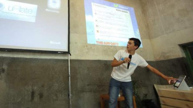Jorge Izquierdo, creador de una aplicación para Apple con 14 años, en una conferencia.