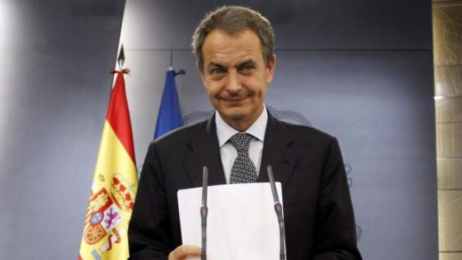 El presidente del gobierno, Jose Luis Rodriguez Zapatero, durante la rueda de prensa en la que anunció el adelanto de elecciones generales.