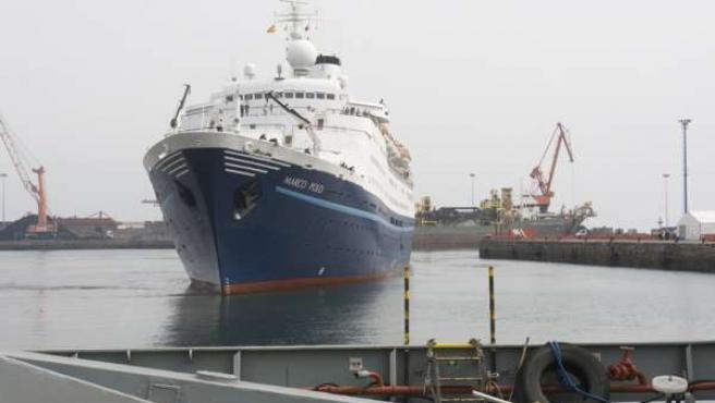"""El crucero """"Marco Polo"""" en el puerto de Gijón"""