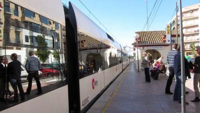 Unidad De Metrovalencia En La Estación De Carolines-Fira