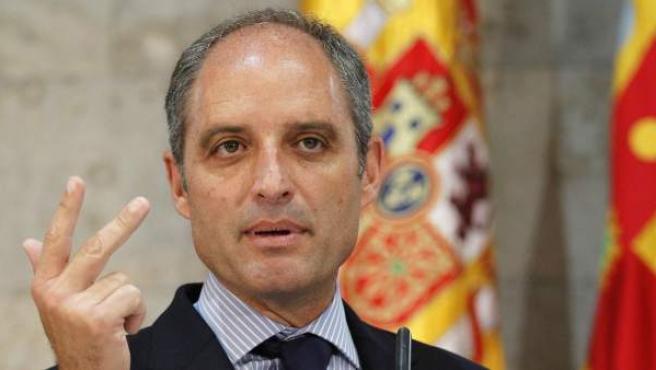 Francisco Camps, durante el anuncio de su dimisión como presidente de la Generalitat.