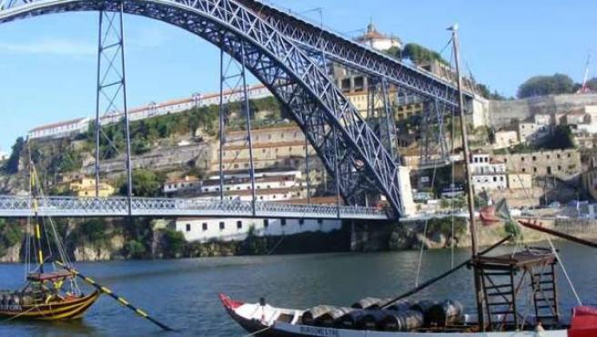 Al otro lado del puente de Eiffel comienzan las bodegas de Porto