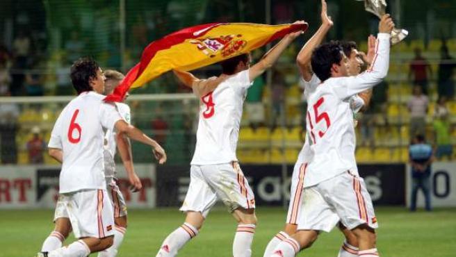 Los jugadores del equipo de España celebran su victoria contra República Checa.