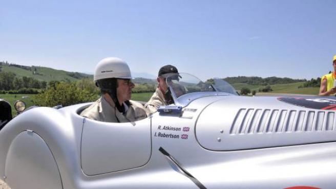 Rowan Atkinson,participando en una concentración de coches clásicos en Siena.