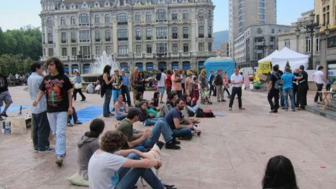 Concentrados En La Plaza De La Escandalera