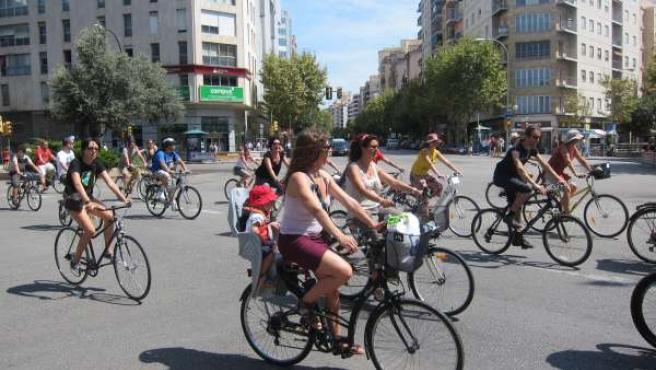 Los Ciclistas Han Obligado A Cortar Las Avenidas