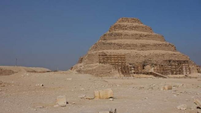Una imagen de la pirámide escalonada de Zoser.