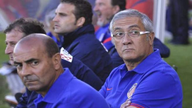 El entrenador del Atlético de Madrid, Gregorio Manzano (d).