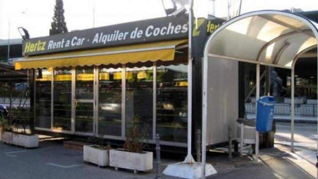 Oficina de alquiler de coches de la compañía Hertz.