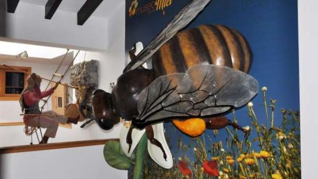 Abeja Gigante Del Museo De La Miel De Colmenar