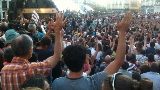 Asamblea General del '15M' celebrada en Sol tras la marcha protesta contra la reforma constitucional.