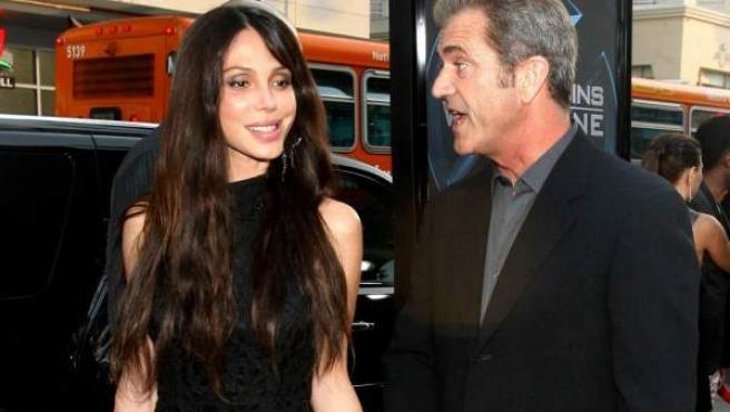 Mel Gibson y su ex, Oksana Grigorieva, en una imagen de archivo.