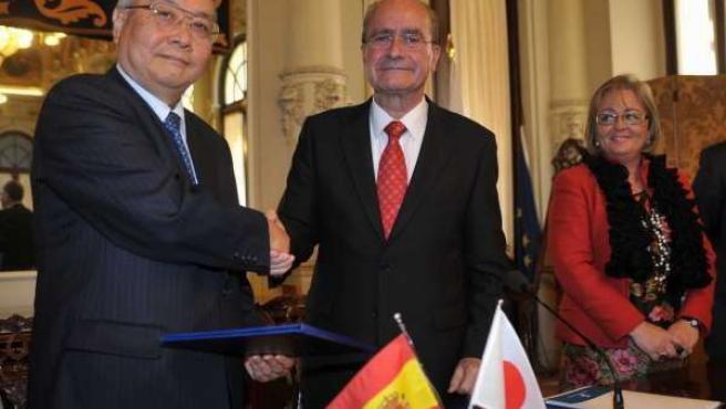 Seiji Murata, Presidente De NEDO, Y El Alcalde De Málaga En La Firma Del Acuerdo