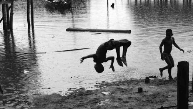 Exposición Fotográfica Pacífico Olvidado En Navia