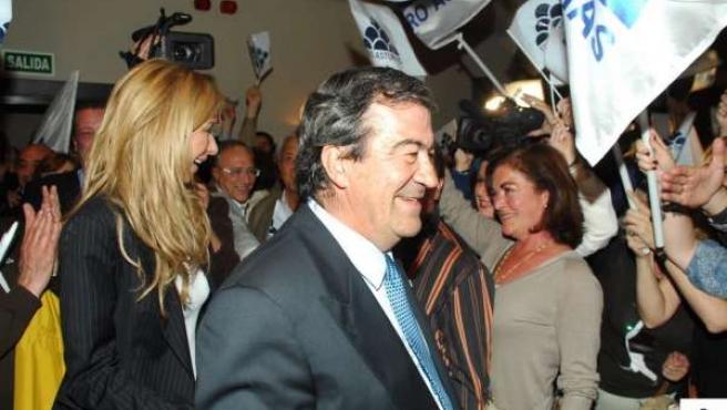 Francisco Álvarez-Cascos celebra victoria electoral
