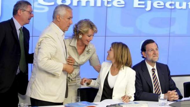 De izquierda a derecha, Alberto Ruiz Gallardón, Javier Arenas, Esperanza Aguirre, María Dolores de Cospedal y Mariano Rajoy.