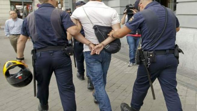 La Policía ha detenido a un manifestante que se ha negado a identificarse.