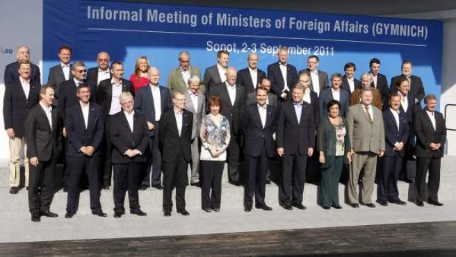 Los ministros de exteriores de la UE, en la reunión que mantuvieron para analizar la situación en Siria y Oriente Medio. Entre ellos, la española Trinidad Jiménez.
