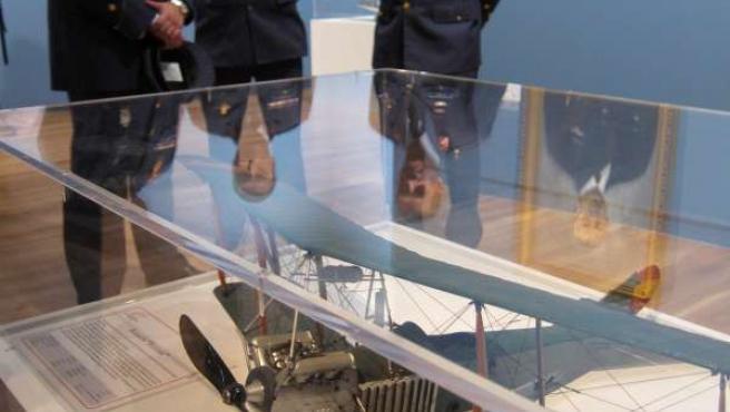 Una Maqueta De La Exposición Centenario De La Aviación Militar Española
